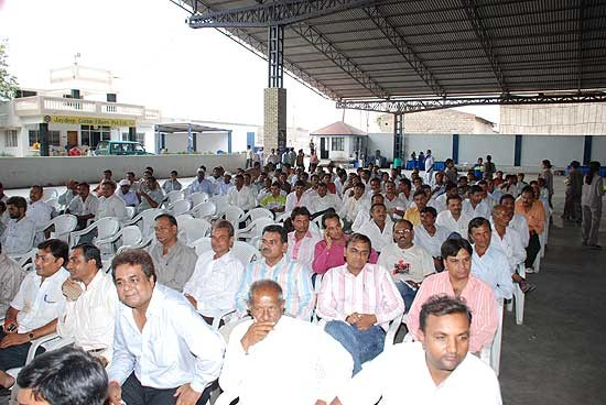 Farmers & villagers learning how to develop quality cotton.