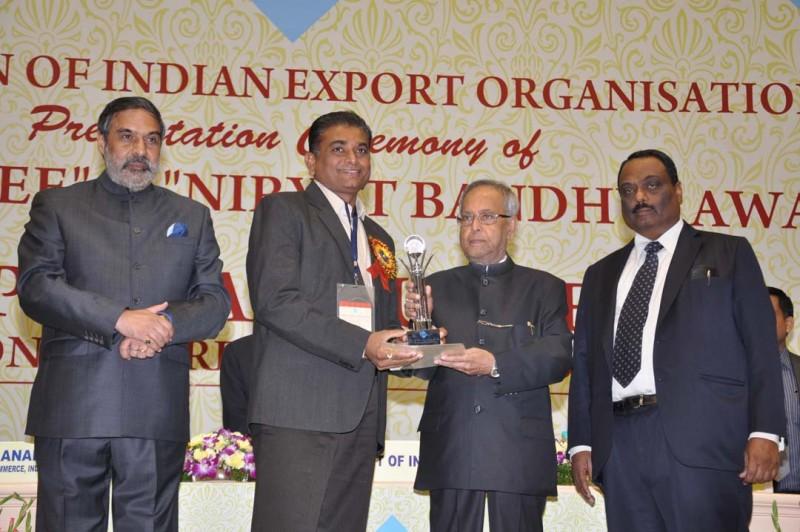 Mr. Arvindbhai Pan(MD) receiving Award by Pranab Mukherjee